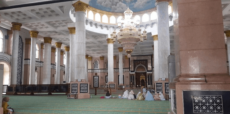 arsitektur masjid kubah emas