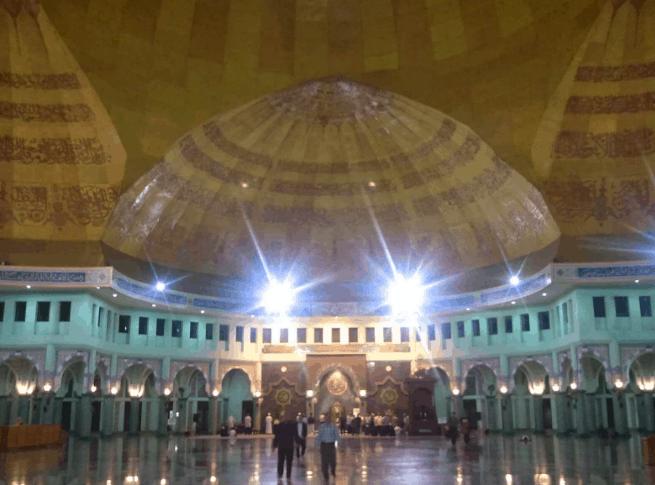 dalam masjid al azhom