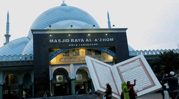 depan masjid al azhom