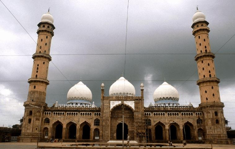 kapasitas Masjid Taj'ul