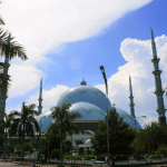 Masjid Raya Al Azhom dengan Kubah Raksasa