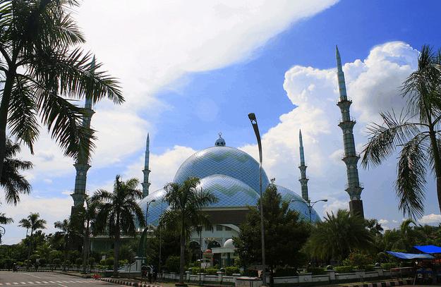 kubah raksasa masjid al azhom