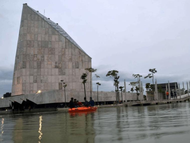 Masjid 99 Cahaya Tubaba Lampung