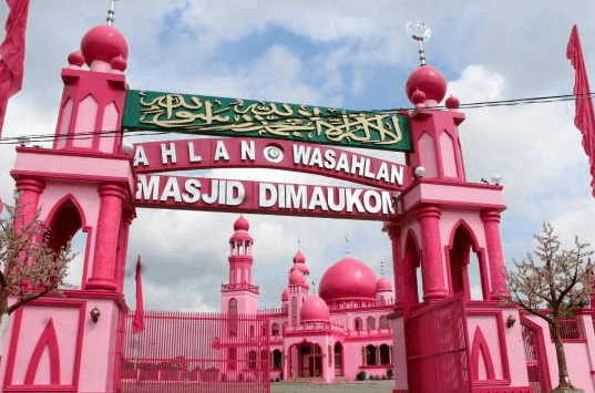 gerbang masjid dimaukom