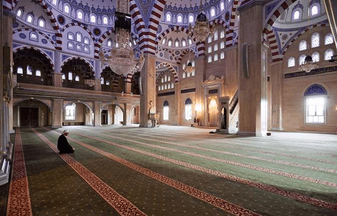 interior masjid akhmad kadyrov