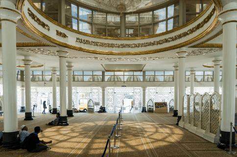 interior masjid kristal2