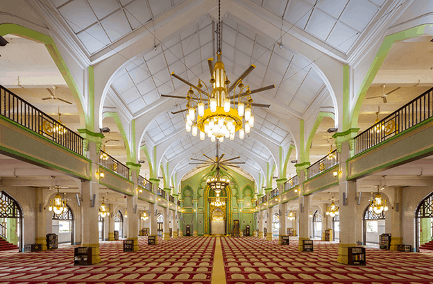 interior masjid sultan