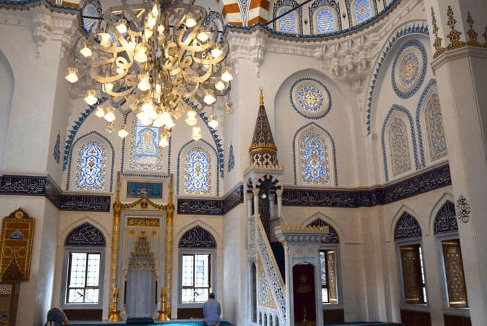 interior masjid tokyo
