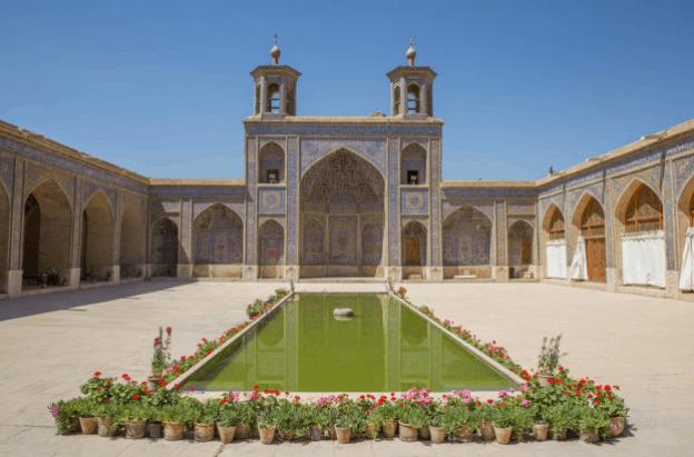 tengah masjid
