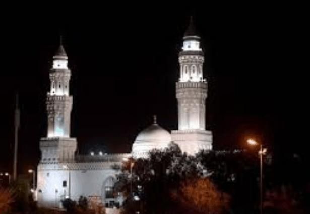 Masjid Qiblatain malam