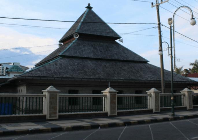 atap masjid tua palopo