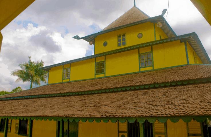 eksterior Masjid Shirothal Mustaqim Samarinda