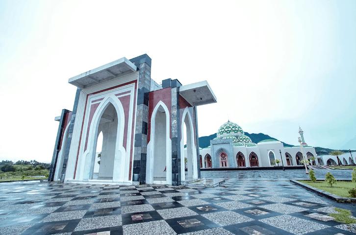 gerbang masjid agung natuna