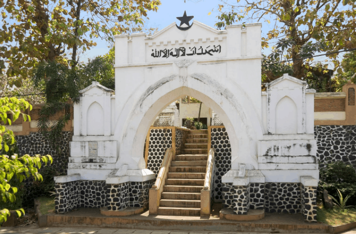 gerbang masjid mantingan