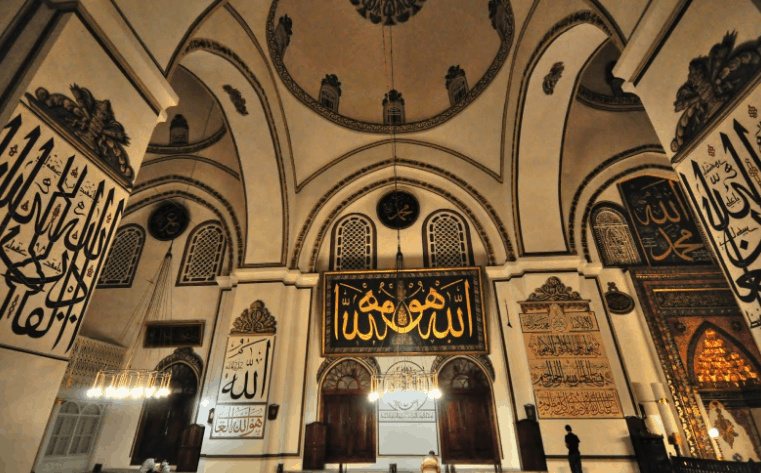 interior Masjid Agung Bursa, Turki