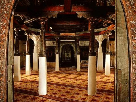 interior masjid hukuru