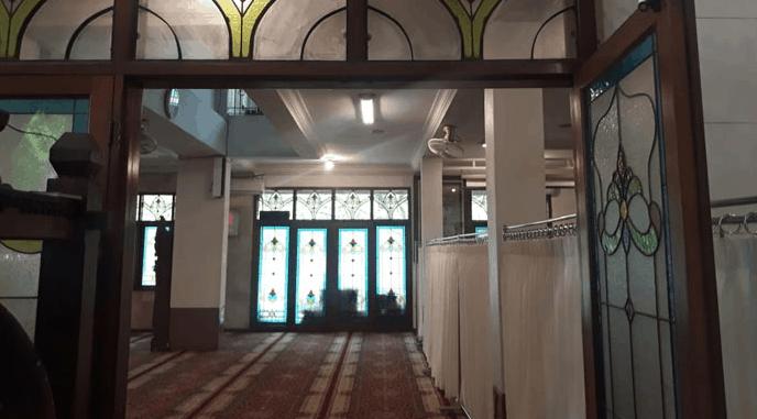 interior masjid pangeran jayakarta