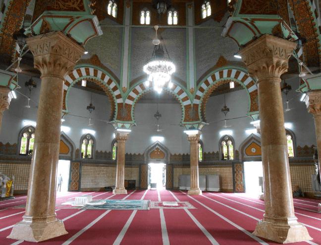 interior masjid raya almashun