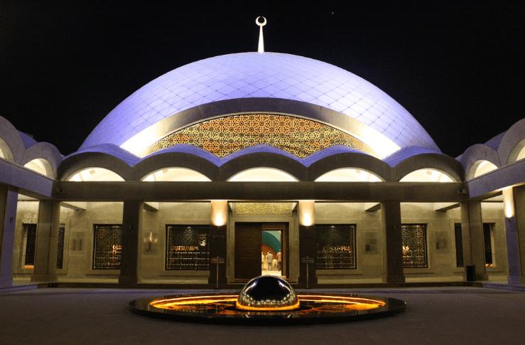 kubah ungu Masjid Sakirin