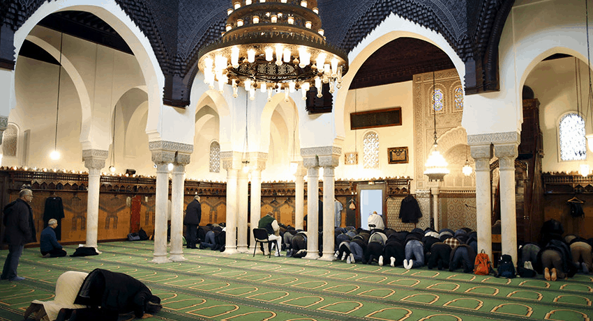 ruang sholat masjid agung paris