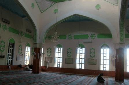 ruang sholat masjid paola