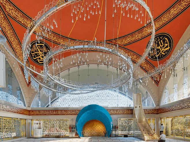 ruang utama masjid sakirin