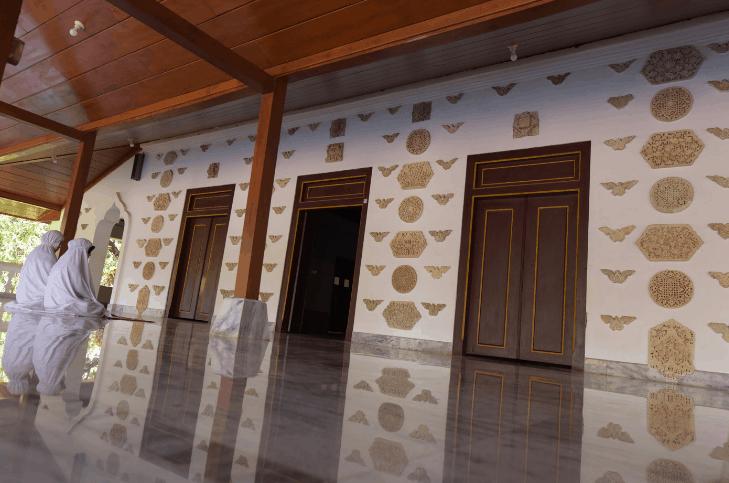 serambi masjid mantingan