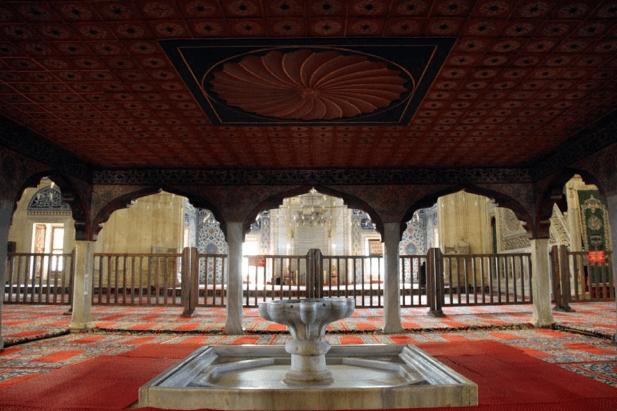 air mancur Masjid Selimiye