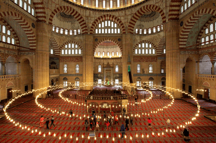 ruang utama Masjid Selimiye