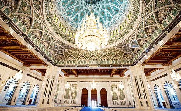 Masjid Agung Oman yang Unik 4