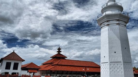 Masjid dengan Menara Unik