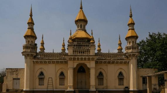 Masjid Spanyol Arsitektur Moor di jantung kota Hyderabad