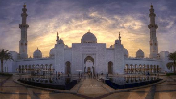 Menyaksikan Masjid Agung Spektakuler di Abu Dhabi