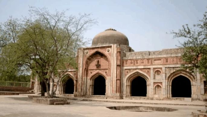 Masjid di India dengan Arsitektur Islam Terbaik 9