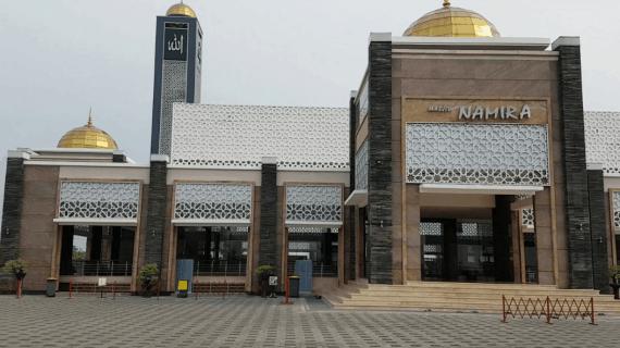 Rasakan Nuansa Masjidil Haram di Masjid Namira Lamongan