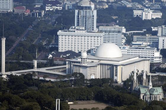 hotel dekat masjid istiqlal