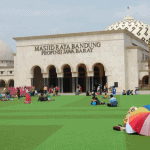 6 Keistimewaan Alun-alun Masjid Agung Bandung