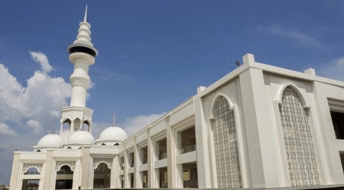 menara masjid al akbar surabaya
