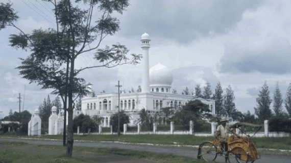 2 Keistimewaan Masjid Agung Al Azhar Kebayoran Baru